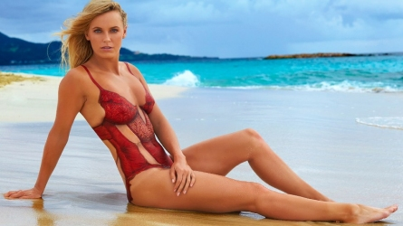 Caroline Wozniacki gets body painted