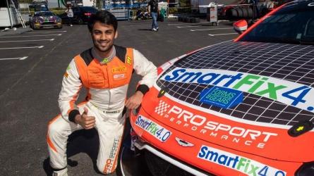Technical snag hits Akhil's performance