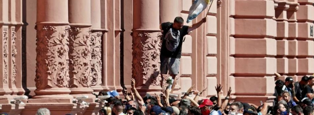 Fans clash at Maradona funeral