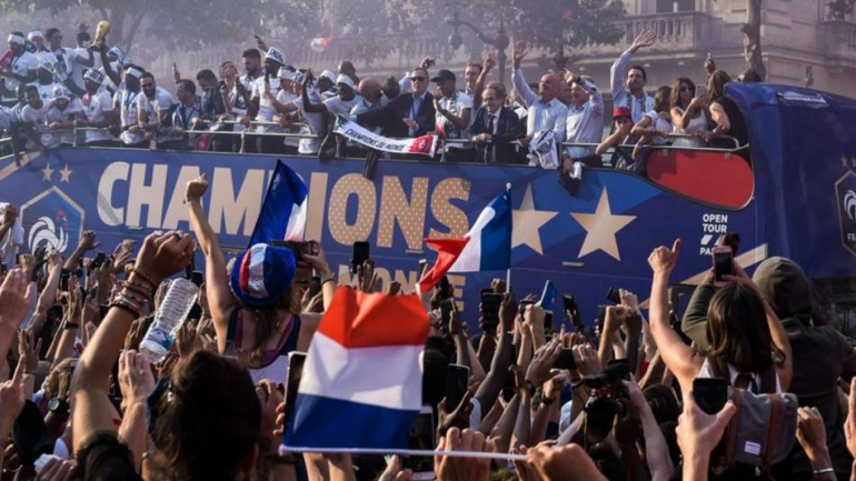 France World Cup winners given heroes' welcome in Paris