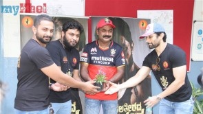 Raghu Dixit Supports RCB Fans Bleed Namma RCB blood Donation Images